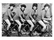 Flis foto tapeta Žene na biciklu MS50260 | 375x250 cm Foto tapete
