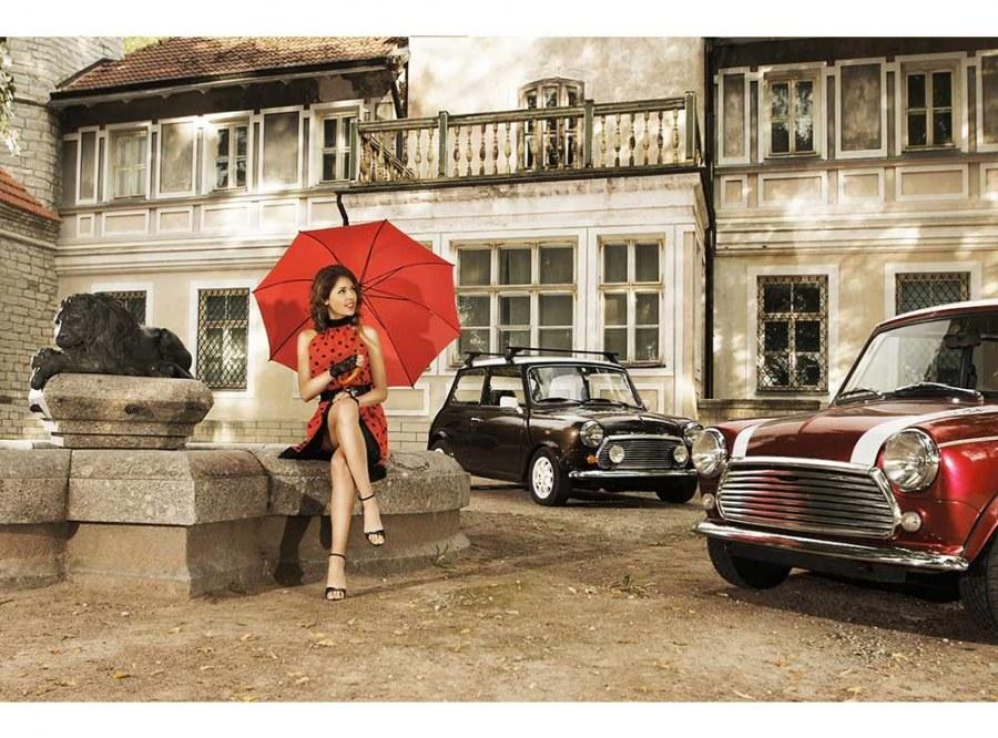 Flis foto tapeta Dama v crvenom MS50257   375x250 cm - Foto tapete